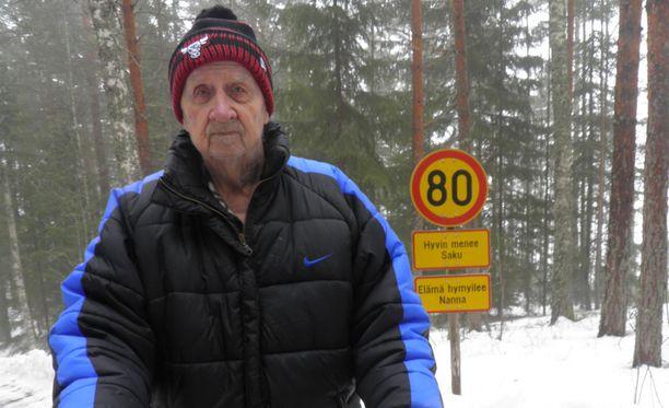 Sakari Ellonen tunnetaan kotiseudulla Lappeenrannassa jääpallomiehenä. Hän oli voittamassa jääpallon SM-kultaa paikallisen Veiterän riveissä vuonna 1951.