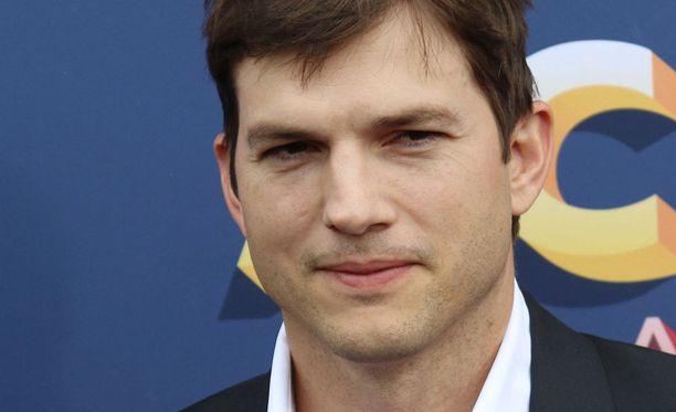 Ashton Kutcher on tunnettu yhdysvaltalaisnäyttelijä ja yrittäjä. Kutcher on naimisissa Mila Kunisin kanssa. Pariskunnalla on kaksi yhteistä lasta.