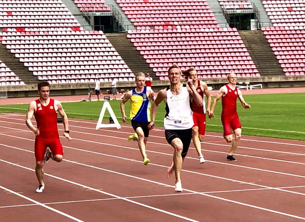 Viipurin Urheilijoita edustava valkopaitainen Kristian Pulli oli ennätysvauhdissa Ratinan stadionilla.