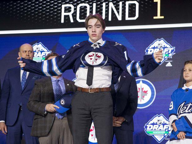 Ville Heinola varattiin NHL:ään viime kesänä draftin 20. pelaajana.