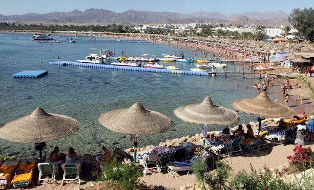 Päivi Räsänen suunnitteli lomalleen auringonottoa, mutta Sharm-el-Sheikhissä tuleekin vettä kuin aisaa.