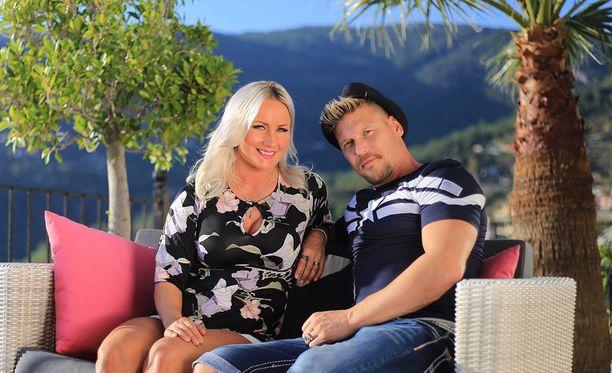 Akin ja Ritan piti olla Turkissa toukokuuhun saakka, mutta irtiotto typistyi kahteen kuukauteen.