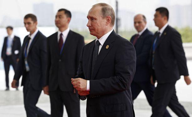 Putin vuonna 2016 G20-kokouksessa Kiinan Hangzhoussa. Taustalla valppaita henkivartijoita.