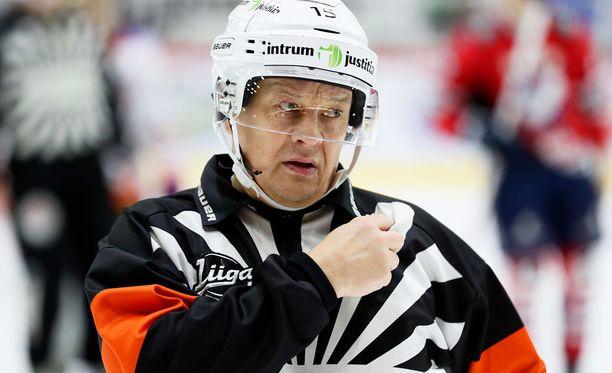 Jari Levonen ei vihellä maanantaina SM-liigan pudotuspeleissä.