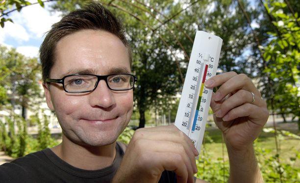 Huutonen ennustaa säätä Ylen uutislähetyksien yhteydessä.