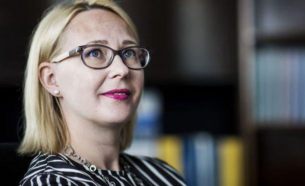 Eduskunnan puhemies Maria Lohela (sin). Aamulehti alkaa käyttää hänestä titteliä puheenjohtaja, koska se on sukupuolineutraali.