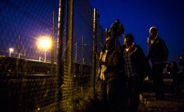 Sadat siirtolaiset ottivat poliisin kanssa yhteen elokuun alussa yrittäessään päästä väkisin Britanniaan.