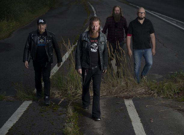 Joulukuun alkuun saakka kestävä Kotiteollisuuden kiertue alkaa 14.9. Heinolasta. Uusi albumi Valtatie 666 ilmestyy 21. syyskuuta.