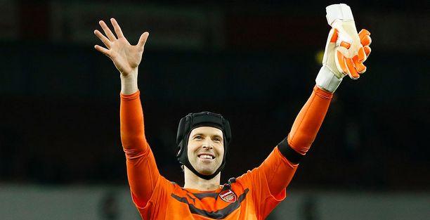 Mistä ranskalaisseurasta Petr Cech siirtyi Chelseaan vuonna 2004?