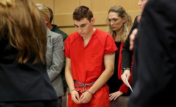 Floridan kouluammuskelun tunnustanutta Nikolas Cruzia vastaan nostettiin syytteet keskiviikkona Yhdysvalloissa.