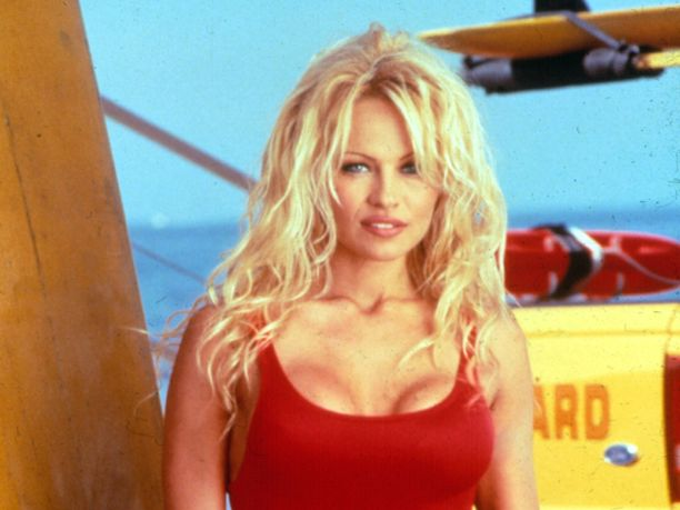 Moni muistaa Pamela Andersonin uhkeana hengenpelastajana Baywatch-sarjasta.