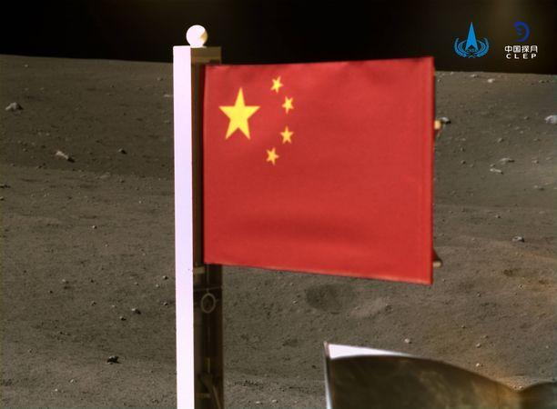 CNSA julkaisi kuvan Kiinan lipusta Kuussa.