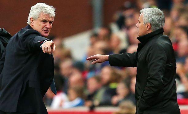 Mark Hughes ja José Mourinho ottivat yhteen pelin aikana.