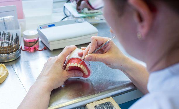 Jatkossa hakija voi hakea korkeakoulujen yhteishaussa vain joko lääketieteen, hammaslääketieteen tai eläinlääketieteen hakukohteisiin.