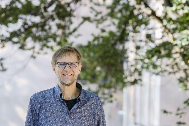 Mikko Koivusalo on supersuositun lautapeli Aliaksen keksijä. Pelin syntymästä tulee tänä vuonna kuluneeksi 30 vuotta.