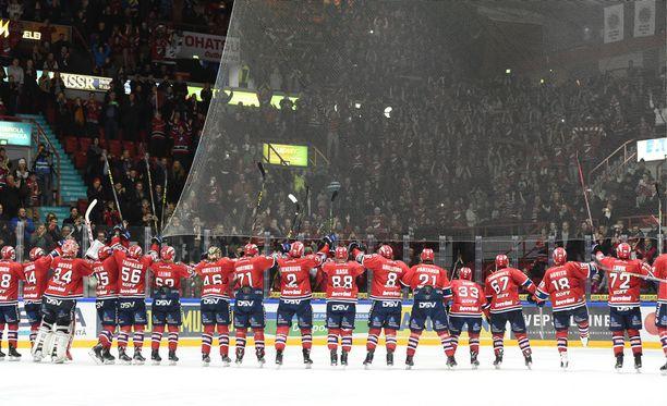 HIFK tuuletti runkosarjan voittoa kotiyleisönsä kanssa.