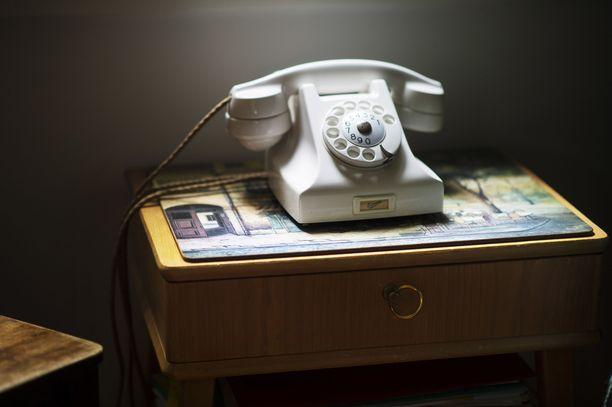 Lankapuheluiden osuus Suomen puheluliikenteestä on enää kolme prosenttia.