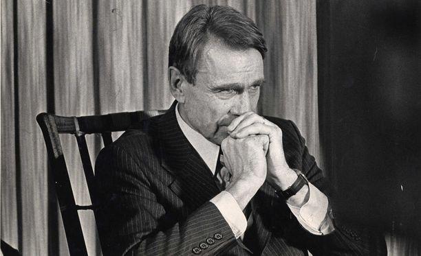 Mauno Koivistolle hankittiin käsiase Olof Palmen murhan jälkeen. Kuvassa Koivisto pääministeriaikanaan vuonna 1981.
