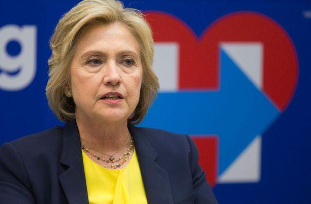 Clintonin etumatka hupenee.