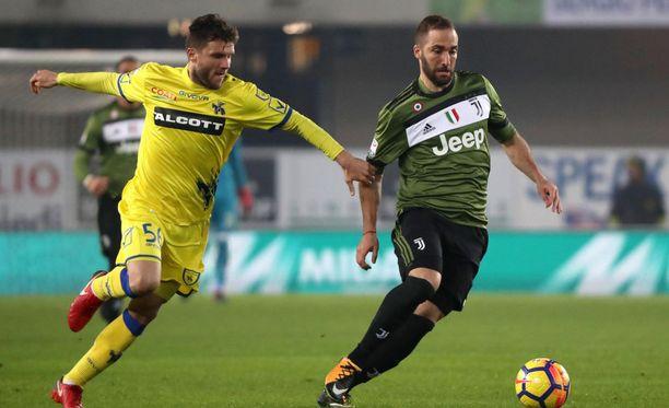 Parma haluaa erinomaisessa maineessa Italiassa olevan Perparim Hetemaj'n (vas.) riveihinsä.