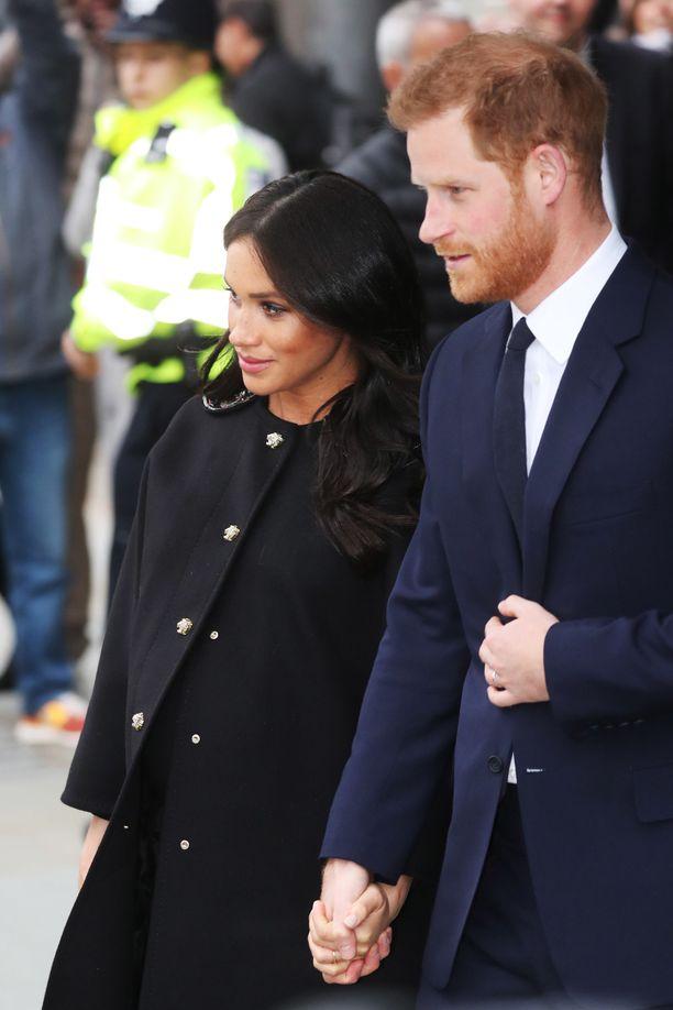Asiantuntijat veikkaavat, että mikäli Meghanin ja Harryn lapsen syntymän myötä välejä ei saada korjatuksi, ongelmia on luvassa.