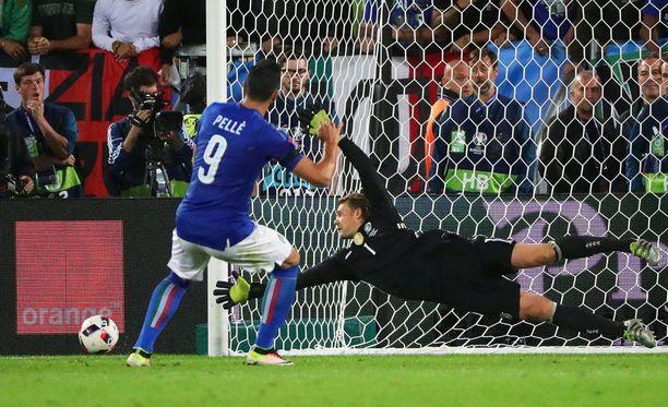 Graziano Pellè rankkari vieri karkeasti ohi.