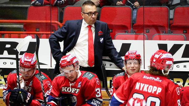 Ari-Pekka Selin sai ensimmäisen liigavoittonsa HIFK:n pääkäskijänä.