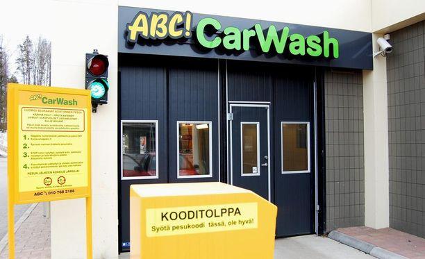 Auton pesettäminen onnistuu jatkossa pääkaupunkiseudun ABC-asemilla kiinteällä kuukausimaksulla.