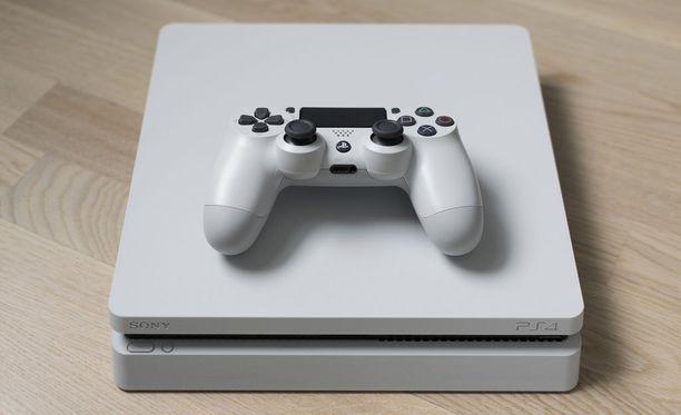 Sony kertoo, että takuu ei raukea jatkossa, vaikka tarra olisikin poistettu Playstation-konsolista. Kuvituskuva.