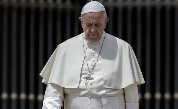 Paavi ei ole vielä myöntänyt Chilen piispakunnalle eroa.