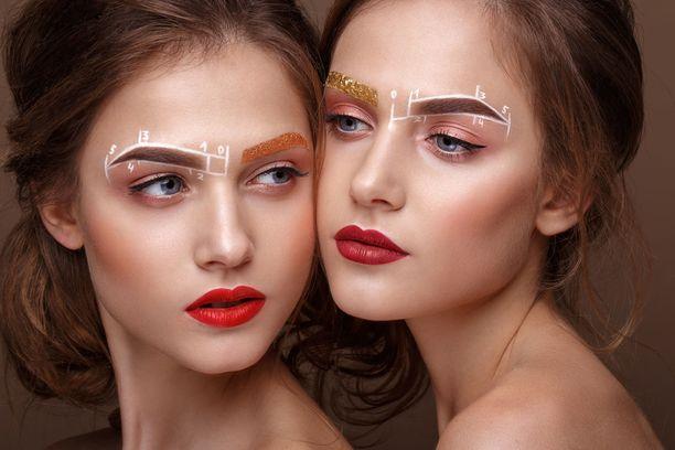 Kulmakarvojen meikkaaminen on oma taiteenlajinsa. Yhdelle riittää sipaisu kulmageeliä, toinen haluaa meikata huolella ja karva kerrallaan.