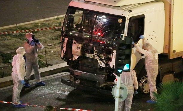 Syyttäjän mukaan Nizzan iskusta epäillyt viisi ihmistä saavat syytteet.