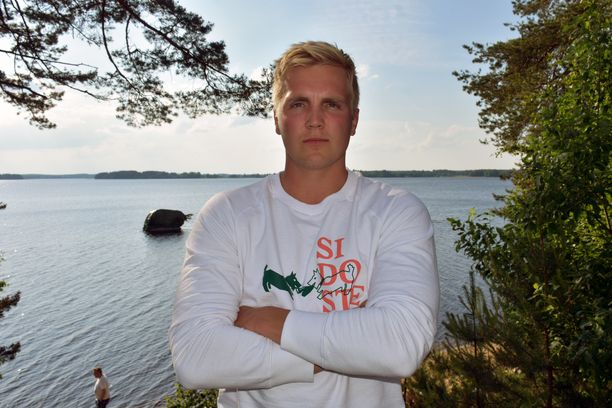 Toni Kuusela viihtyy Kuortaneen järvimaisemissa.