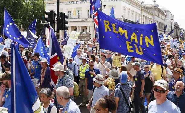 Kuva brexitiä vastustavasta mielenosoituksesta kesäkuulta.