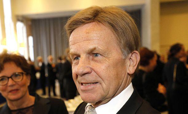 Keskustan kansanedustaja Mauri Pekkarinen kertoo Keskisuomalaisessa voittaneensa taistelunsa syöpää vastaan.