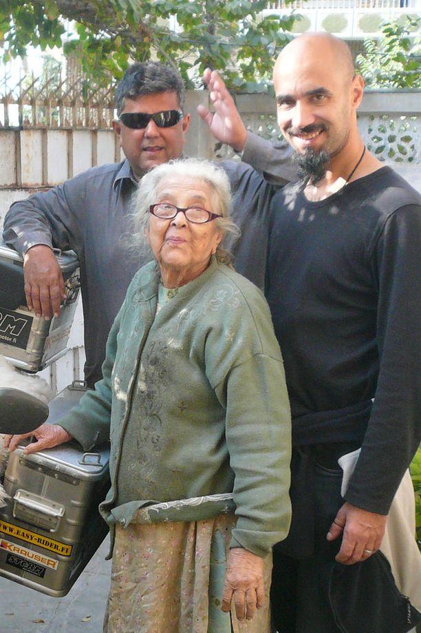 Rami Syed tapasi pakistanilaisen isoäitinsä ensimmäistä kertaa päivänä jolloin Syed täytti 38.