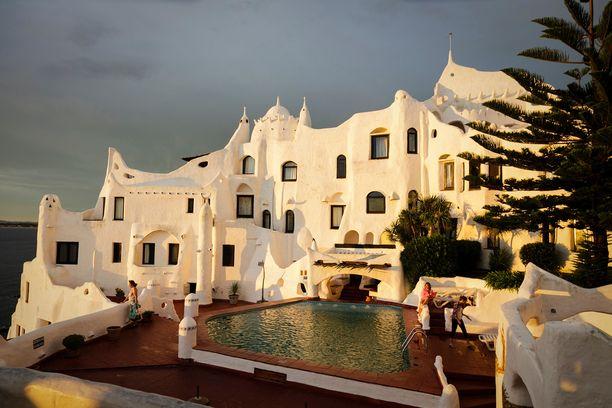 Casapuebloa rakennettiin lähes 40 vuotta. Taiteilijan suunnitelmat muuttuivat jatkuvasti.