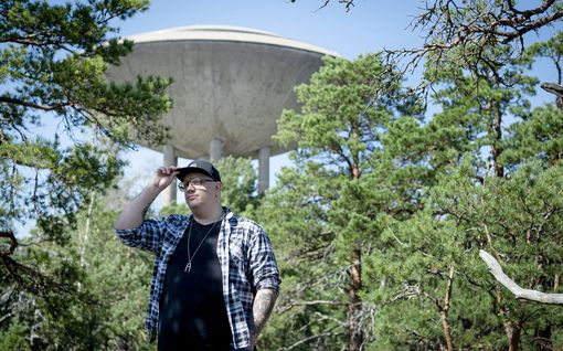 Arttu Wiskari pisti tupakaksi ensi kerran 12-vuotiaana ja kaljoitteli metsässä – tällainen on supersuositun laulajan tausta, josta moni ei tiedä