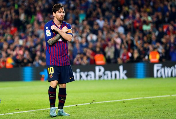 Lionel Messi joutui jättämään kentän loukkaantuneena.
