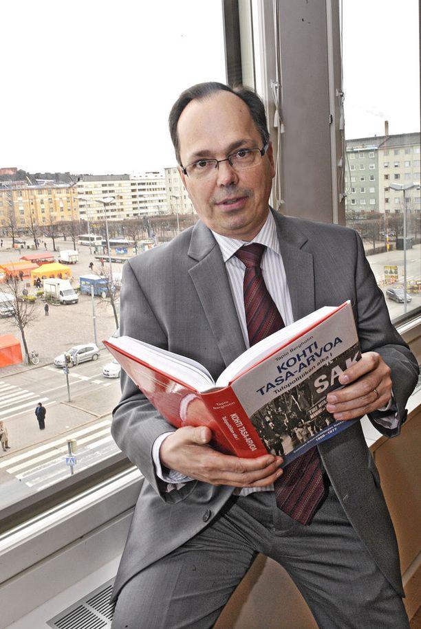 SAK:n historiantutkijan Tapio Bergholmin mukaan myös poliittiset tekijät saattavat vaikuttaa ay-liikkeen kiinnostavuuteen.