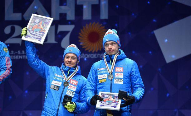 Sami Jauhojärvi ja Iivo Niskanen kuittasivat eilen pronssimitalit Lahden torilla.
