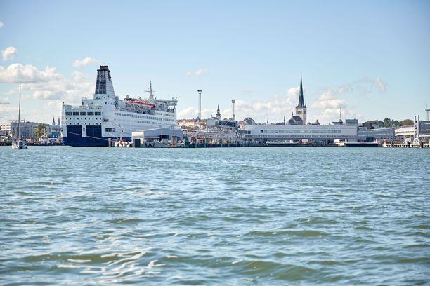 Juhlapuheissa Tallinnasta kehitetään ihmiskasvoista ja vehreää kaupunkia, joka avautuu merelle.