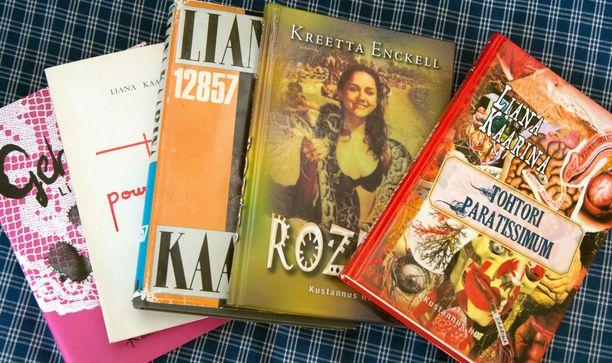 Liana Kaarina kirjoitti ensimmäisen teoksensa 80-luvulla. Sen jälkeen kirjoja on ilmestynyt, nyt myös tyttäreltä.
