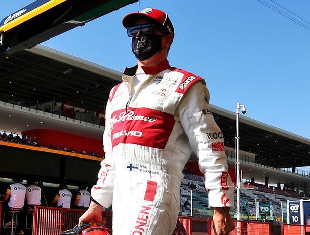 Kimi Räikkönen ajoi pisteille aikasakosta huolimatta.