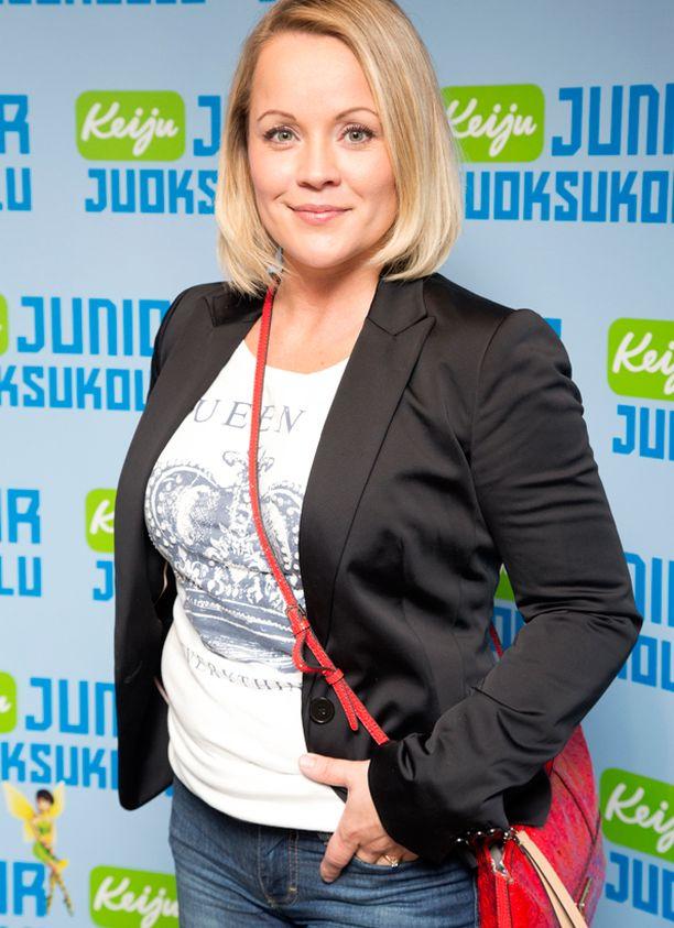 Ehdokkaiden joukossa on myös tangokuningatar Heidi Pakarinen.
