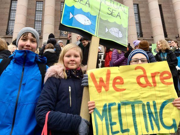 Kasper Simojoki, Ines Koponen ja Erik Kohl painottavat, että päättäjien pitää pysäyttää ilmastonmuutos heti.
