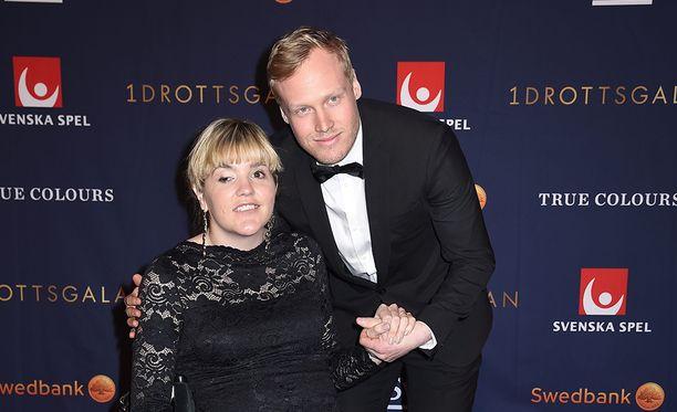 Anna Holmund saapui gaalaan poikaystävänsä Victor Öhling Norbergin kanssa. Tämä oli ehdolla vuoden saavutus -kategoriassa skicrossin MM-kultamitalinsa vuoksi.