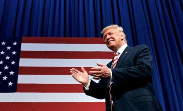 Trump aikoo kiristää Yhdysvaltain maahanmuuttosäännöksiä. Nähtäväksi jää, kuinka se vaikuttaa maan kansalaisuuden saantiin.