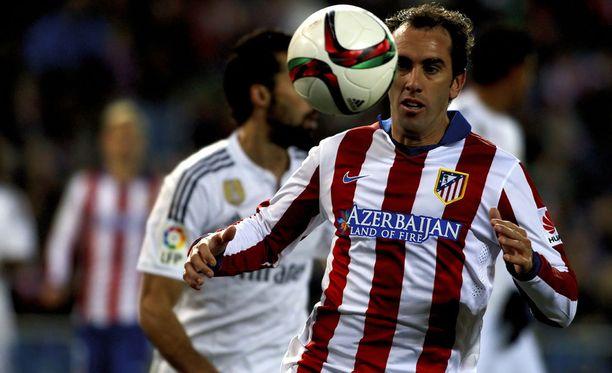 Diego Godín, 29, riski saattaa nasahtaa omaan nilkkaan.