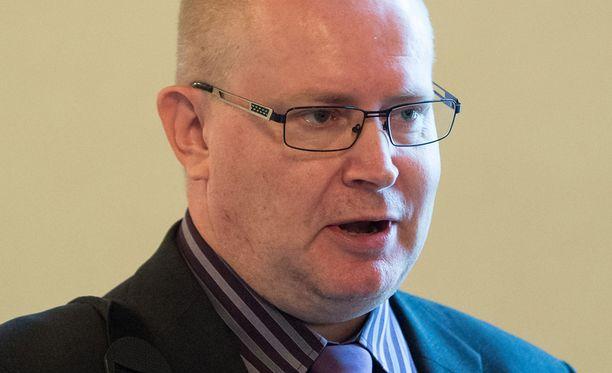 Jari Lindström (ps) uskasi nimetä leikkauskohteita.